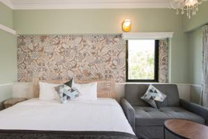 A bed or beds in a room at OUTLINE B&B