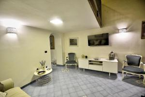 A seating area at Localita Renella Apartment Sleeps 4 Air Con WiFi