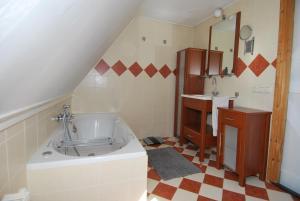 A bathroom at appartementen sud