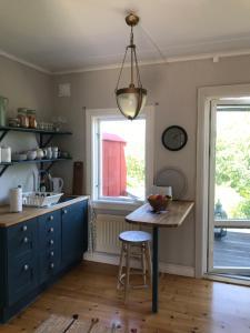 Ett kök eller pentry på Hållsviken B&B