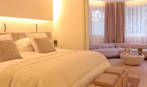A bed or beds in a room at ABaC Restaurant Hotel Barcelona GL Monumento