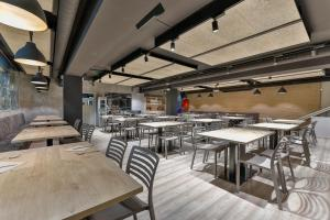 A restaurant or other place to eat at Hostal Soler