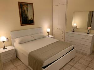 A bed or beds in a room at Holiday Dreams