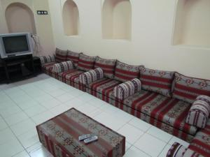 A seating area at Sharjah Heritage Youth Hostel