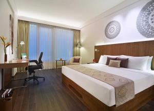 A bed or beds in a room at Vivanta Chennai IT Expressway OMR