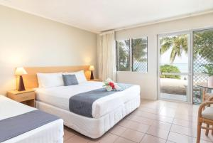 A bed or beds in a room at Moana Sands Beachfront Hotel