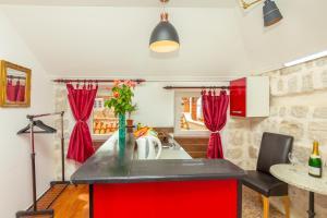 Cucina o angolo cottura di Juliette's Palace Studios