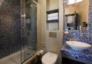 A bathroom at Design Hotel Jewel Prague