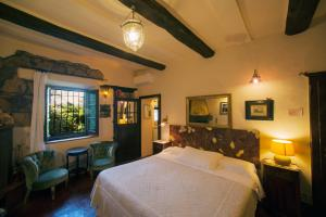 A bed or beds in a room at Locanda Ilune