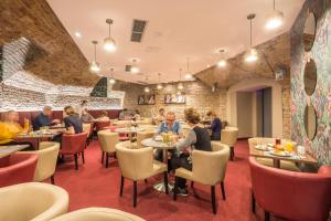 A restaurant or other place to eat at Hotel Memories Budapest