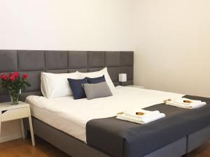 Łóżko lub łóżka w pokoju w obiekcie Vista Residence Airport