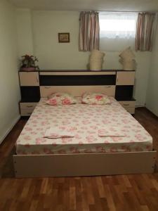 Кровать или кровати в номере Guest House on Zhukova