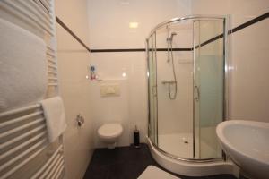 A bathroom at B&B Bordeaux Arnhem