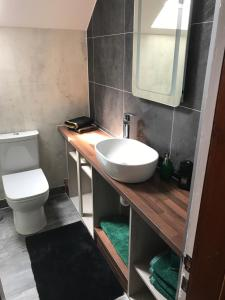 A bathroom at Garfield Guesthouse
