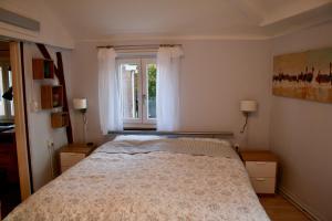 A bed or beds in a room at Het Mergelhoek