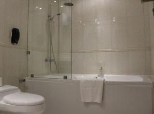 A bathroom at SAS Hotel