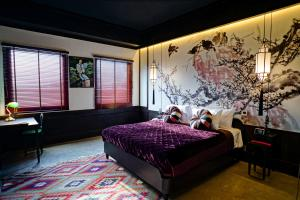 A bed or beds in a room at Lao Poet Hotel
