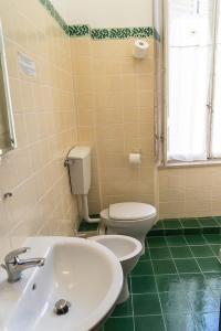 A bathroom at Albergo Tre Donzelle