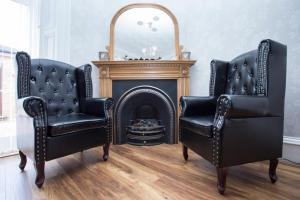 A seating area at 26 The Crescent - Guest House
