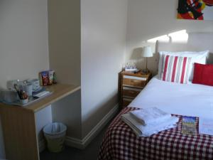 A bed or beds in a room at Bow Street Runner