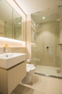A bathroom at Simple & Cozy APT @Haymarket CBD (balcony views)