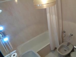 A bathroom at Hospedaria Senhora do Carmo