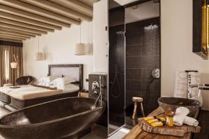 Łazienka w obiekcie Myconian Utopia Relais & Chateaux