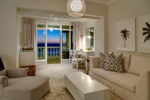 A seating area at Cape View Clifton