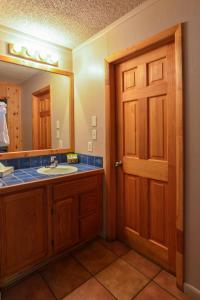A bathroom at Rustic Inn