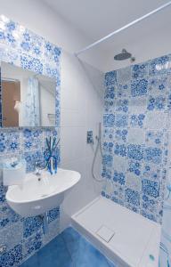 A bathroom at Casa Azulejos