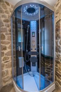 A bathroom at Arhontiko Vourloka