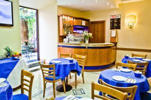 Un restaurante o sitio para comer en Hotel Amadeus