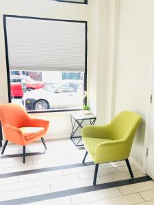 A seating area at Bay Hotel