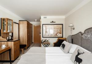 A bed or beds in a room at Mercure Kasprowy Zakopane