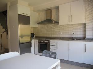 A kitchen or kitchenette at A de Loló, Vista Mar Duplex
