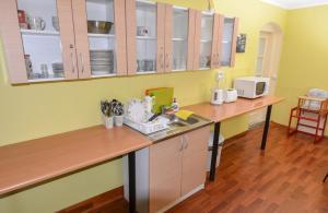 A kitchen or kitchenette at Veldzes Nams