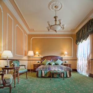 Ein Bett oder Betten in einem Zimmer der Unterkunft Hotel Bristol
