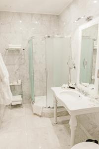 Ein Badezimmer in der Unterkunft Hotel Bristol