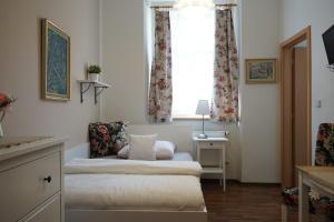 Ein Bett oder Betten in einem Zimmer der Unterkunft Grand Tábor