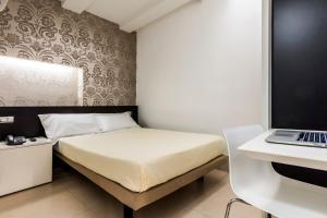 Un ou plusieurs lits dans un hébergement de l'établissement Savoy Hotel