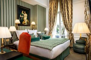 A bed or beds in a room at Relais Christine