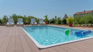 The swimming pool at or close to Holiday House Markoč