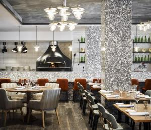 A restaurant or other place to eat at Hamilton Hotel - Washington DC
