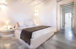 A bed or beds in a room at Kallirroe Deluxe Villa with Sea View and Pool