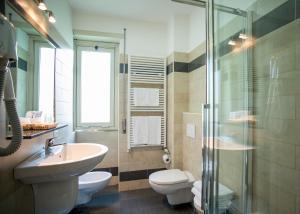 A bathroom at Hotel Fiera Congressi