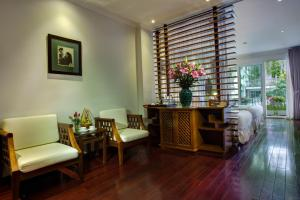 A seating area at Mercury Central Hotel Hanoi