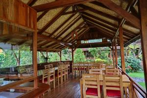 A restaurant or other place to eat at Spring Hill Boutique Hotel Ruteng
