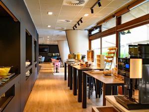 Restaurant ou autre lieu de restauration dans l'établissement Novotel Paris Créteil Le Lac