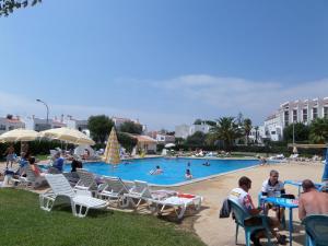 Бассейн в Apartamentos Turisticos Silchoro или поблизости