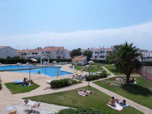Вид на бассейн в Apartamentos Turisticos Silchoro или окрестностях